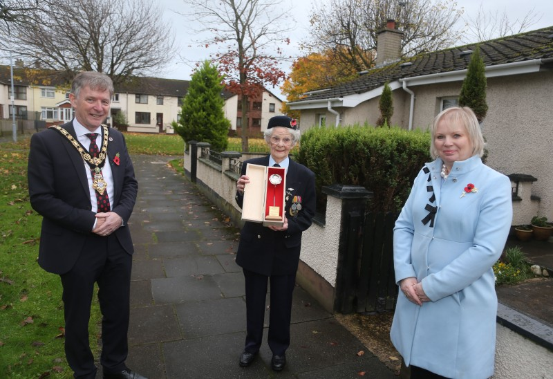 Women's Auxiliary Air Force Leading Aircraftwoman Gwen Harvey receives her silver Poppy of Remembrance from the Mayor of Causeway Coast and Glens Borough Council Alderman Mark Fielding and Veterans' Champion Councillor Michelle Knight McQuillan.