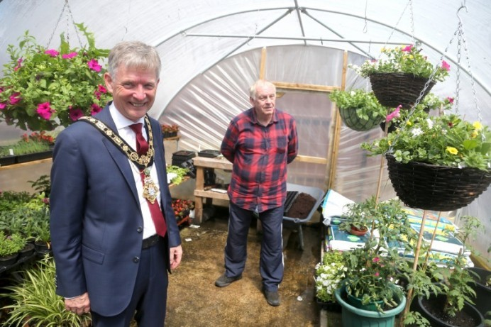 Mayor visits Ballysally to find out more about green energy pilot scheme