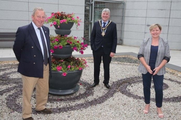 Mayor of Causeway Coast and Glens Borough Council welcomes Veterans' Commissioner to Cloonavin
