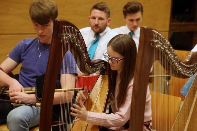 Mayor hosts traditional music celebration