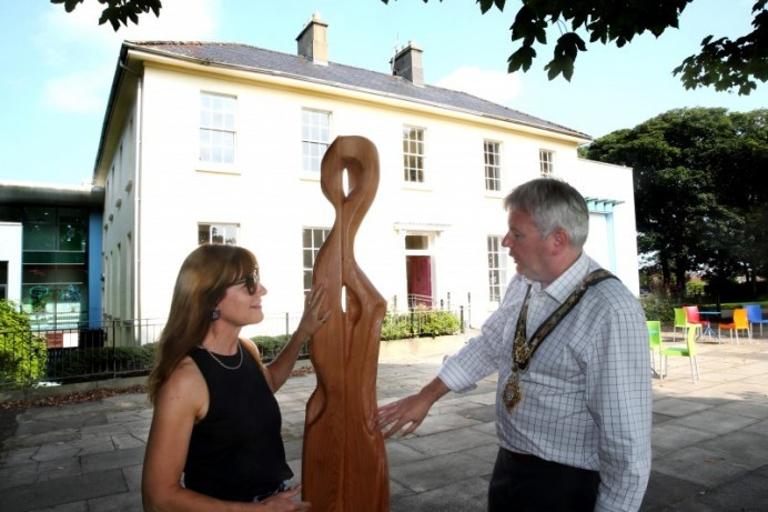 New larch sculptures on display in Flowerfield Park