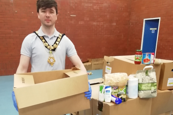 Mayor commends work at Food Distribution Centres